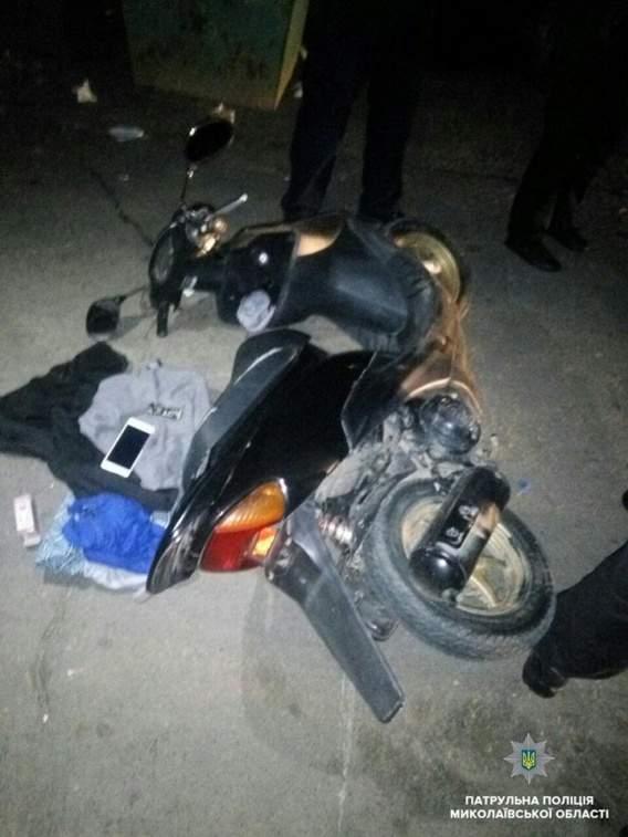 По Николаеву на мопеде колесили мужчины под воздействием наркотиков